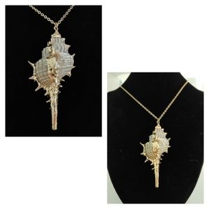 NWOT Gilded shell necklace